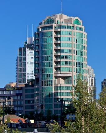 http://www.glasssteelandstone.com/Images/Buildings/2009/10/29/ExecutiveHotel-00909-001a.jpg